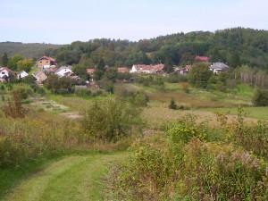 A falu látképe a valkonyai hegyről